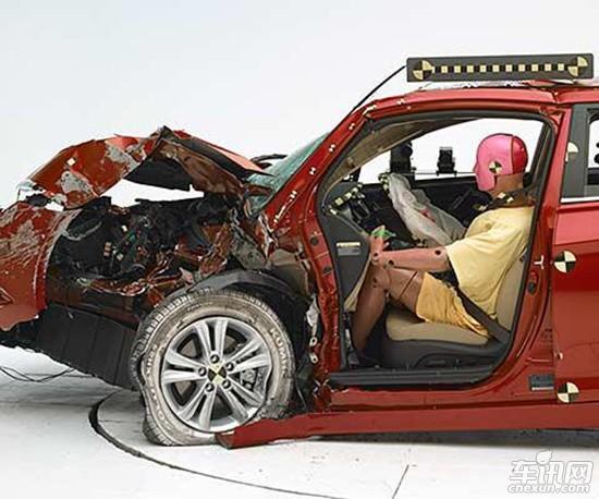IIHS中型车碰撞解析 国产日韩系表现堪忧