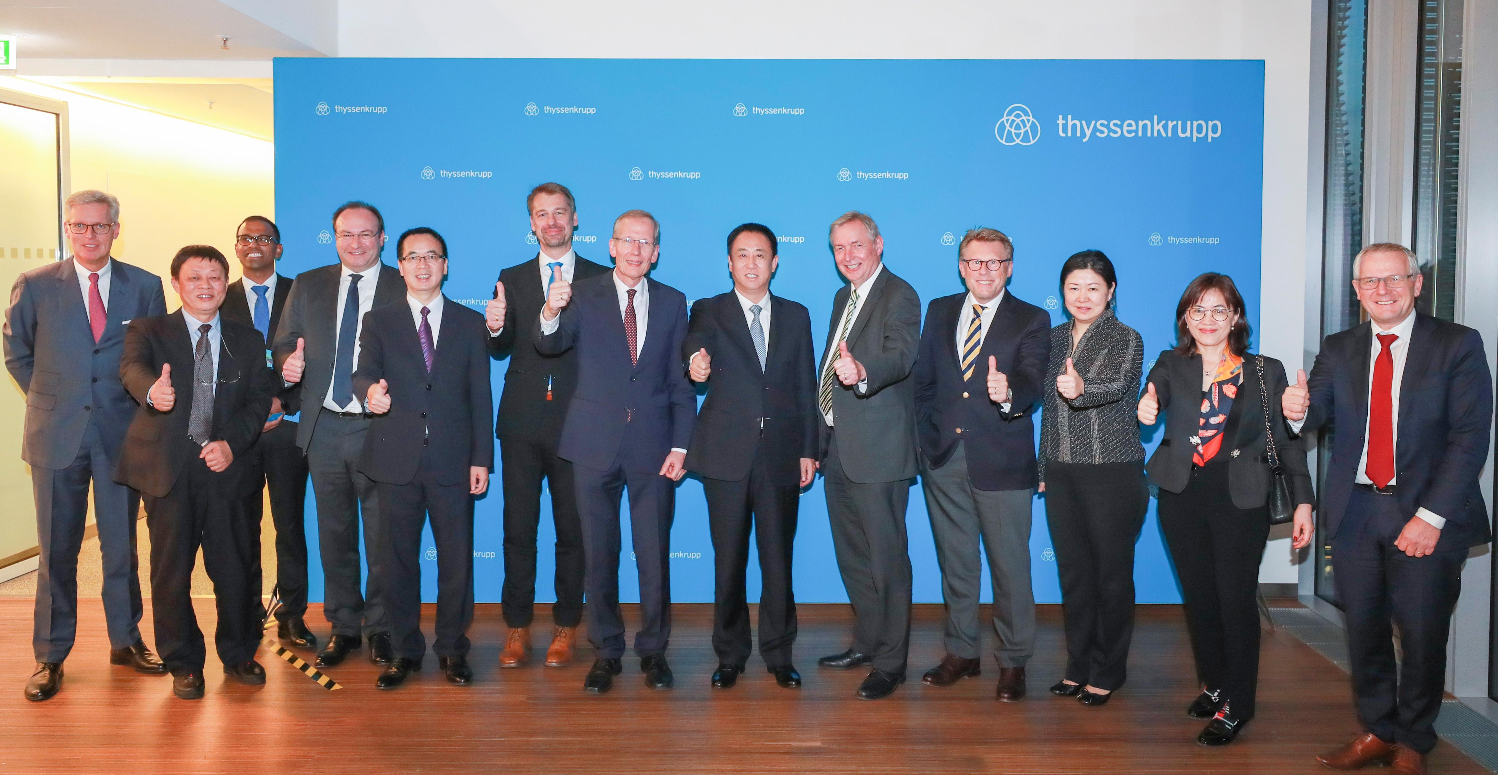 许家印一行与德国蒂森克虏伯集团汽车业务全球CEO Karsten Kroos及高管团队合影