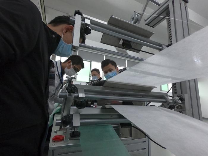 好消息!广汽已经完成第一台口罩生产设备的安装与调试