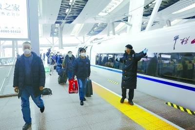 务工人员首趟专列抵京
