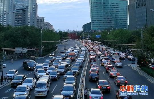 深圳:促进新能源汽车推广 允许持居住证申请指标