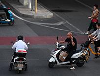 北京路面上摩托车渐多,探头不易拍违法成本低,该管管!