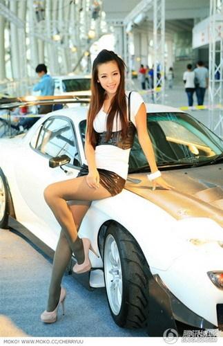 超级清纯的80后美女车模
