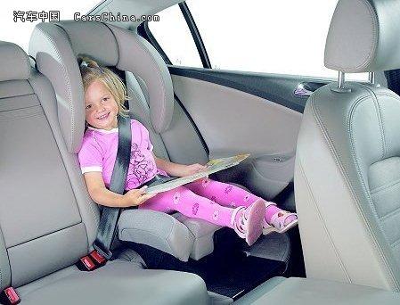 国家应出台相关法律规定强制使用儿童安全座椅