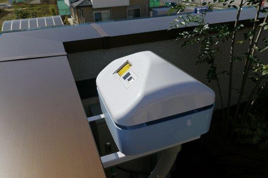 阳台上设置的天气传感器,可以感知降水图片