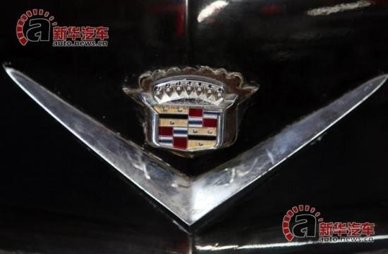 车头有凯迪拉克标志.高清图片