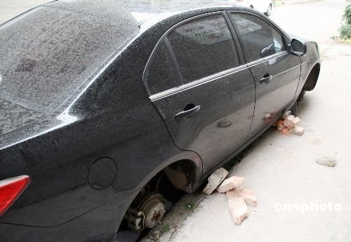 车轮胎被盗_河北沧州一小区4辆面包车11条车胎被偷