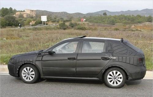 新车是采用五门掀背设计的两厢车型