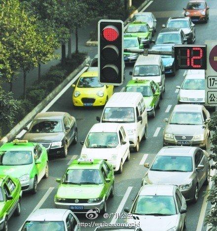 成都将增设红绿灯读秒倒计时器 司机称有助缓堵