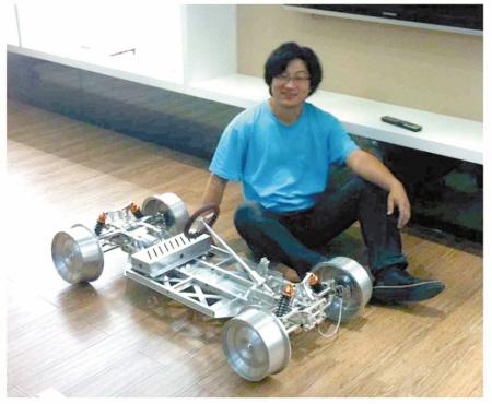 王超和自制汽车底盘微博截图