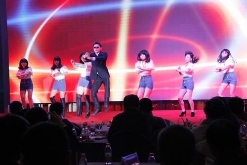 年会节目 舞蹈《江南style》图片