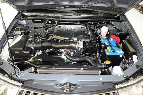 三菱帕杰罗采用了三菱独创的超选四轮(4wd-ⅱ)驱动模式,拥高清图片