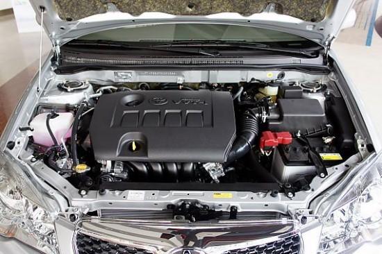 2013款改款花冠变化最大之处就是外观,新车型完全抛离了老款花冠的小巧圆润的形象,取而代之的是更多的线条和更多立体化的设计。车身尺寸上,新车和现款车型相比,车长增加了25mm,达到了4555mm,而轴距则与现款车型保持一样,轴距的尺寸为2600mm。  花冠指导价:9.08-11.