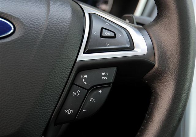 新蒙迪欧还配备了sync语音人机交互系统方向盘功能开启按键,这更符合
