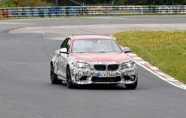 点评:此外特别值得关注的是,据海外媒体披露,换代X1还可能首次推出X1M性能版车型,该车可能配备高功率的3.0T涡轮增压发动机,最大马力达到300Ps(220Kw)以上,并标配四驱系统,竞争对手直指奔驰的GLA45 AMG(微博)。除了普通动力版本,换代X1还会推出插电式混合动力系统。传动方面,新车将升级为ZF的9速自动变速器,另外还有一款6速手动变速箱可供选择。   宝马2系Active Tourer   发布时间:2015年1月   车型亮点:基于前驱平台打造   从宝马中国官方了解到,2系Act